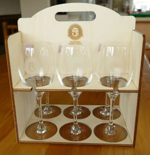 Wine glass set 6 engraved in timber carry box