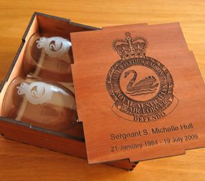 Pair wine glasses engraved in red gum timber box