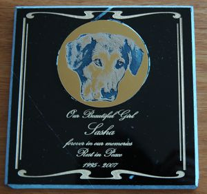 Black marble memorial Gold engraved circluar plate with photo mounted