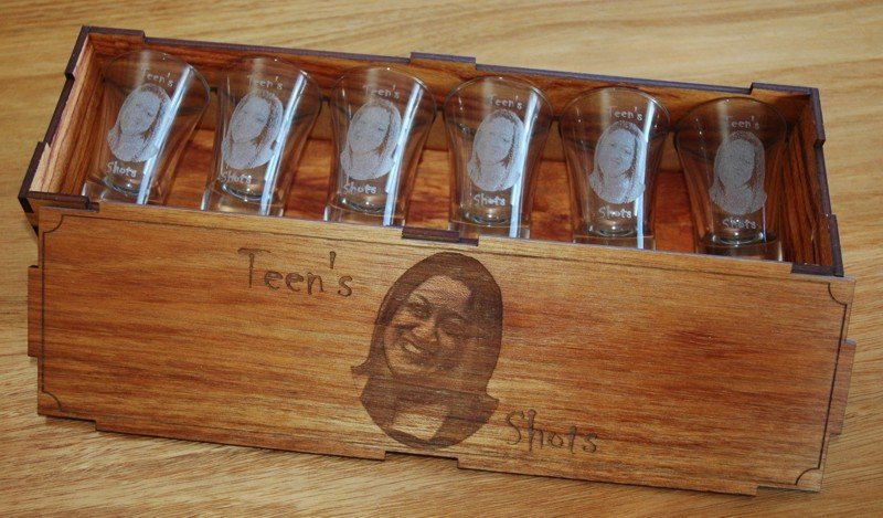 Thumb_Blackwood box engraved photo on glasses and box