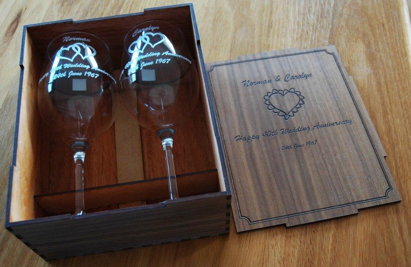 Thumb_Pair wine glasses engraved Walnut box
