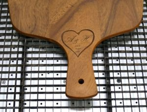 Cutting board engraved heart and text
